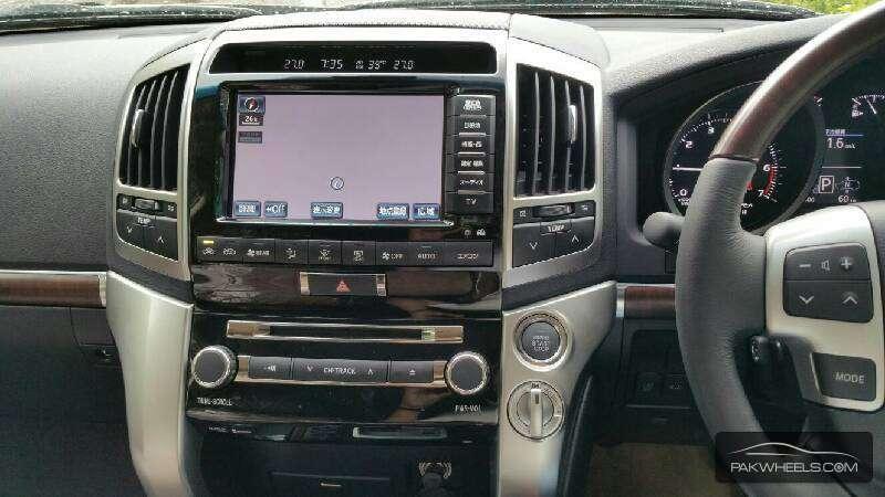 Toyota Land Cruiser ZX 2015 Image-3