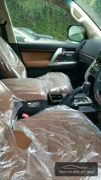 Toyota Land Cruiser ZX 2015 Image-9