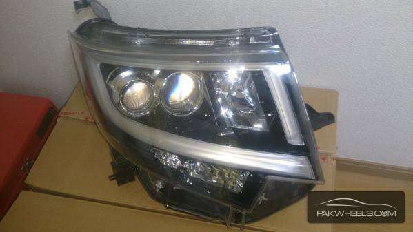 daihatsu move custom 2015 right head light For Sale Image-1