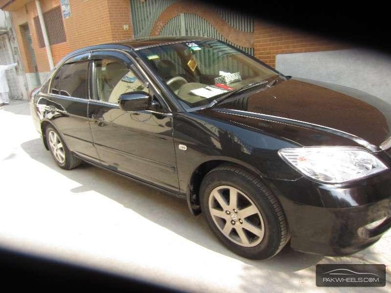 Honda Civic VTi Oriel 1.8 i-VTEC 2006 Image-2