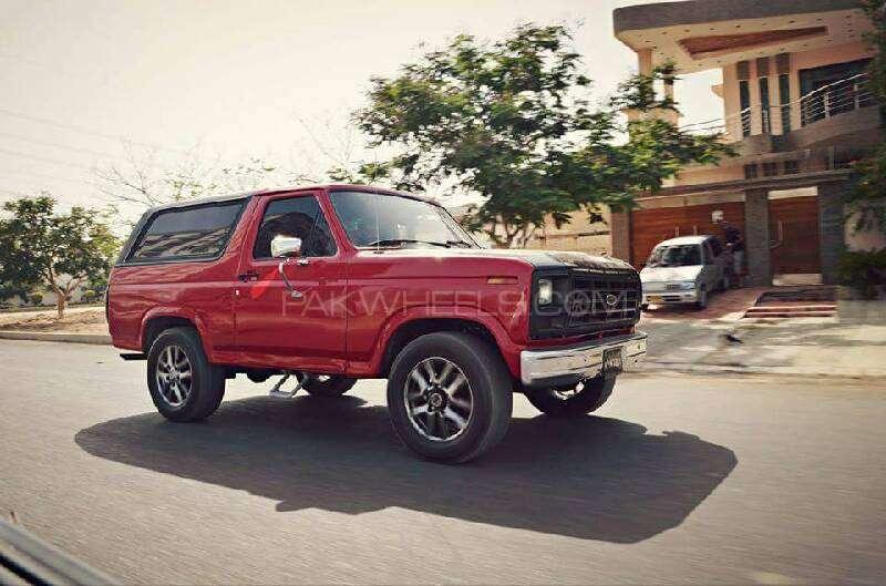 Ford Bronco 1983 Image-4