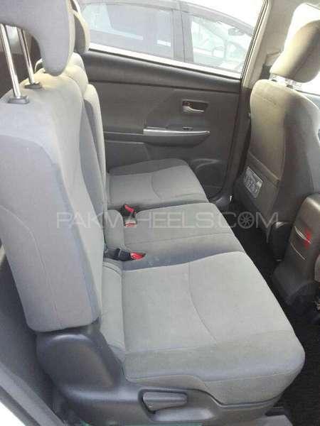 Toyota Prius L 1.8 2012 Image-5