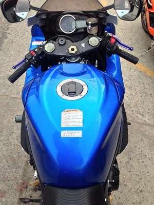 Slide_suzuki-gsx-r600-2011-9515660
