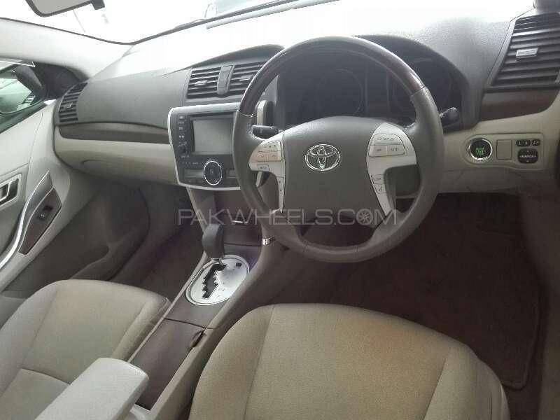 Toyota Prius S LED Edition 1.8 2012 Image-7