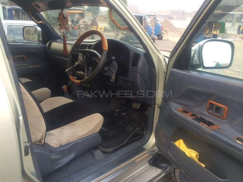 Toyota Hilux Double Cab 2003 Image-4