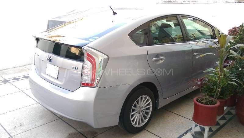 Toyota Prius L 1.8 2012 Image-7