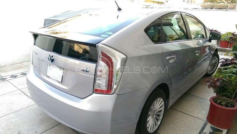 Toyota Prius L 1.8 2012 Image-17