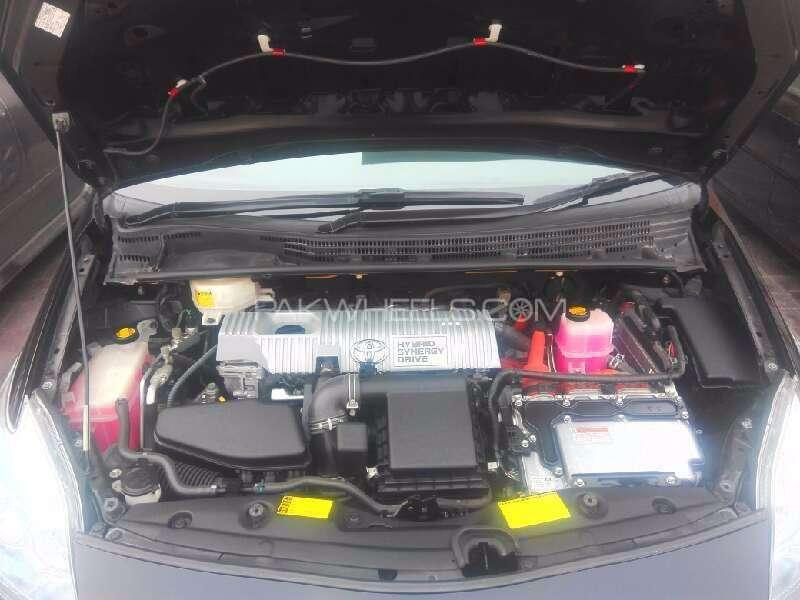 Toyota Prius G Touring Selection 1.8 2011 Image-2