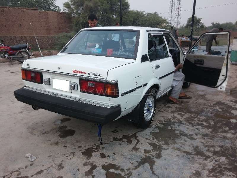 Toyota Corolla GL Saloon 1982 Image-4