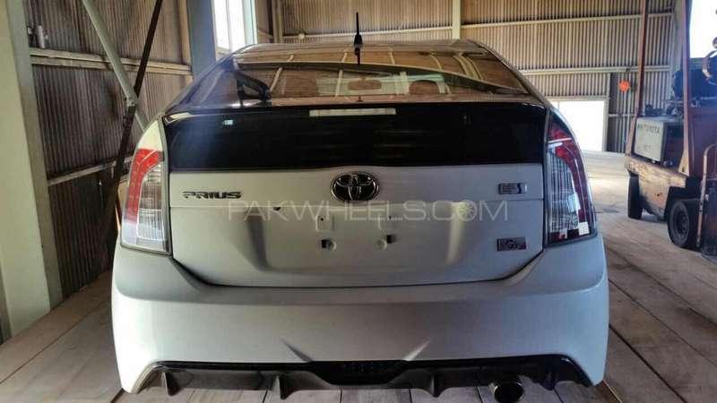 Toyota Prius G 1.8 2012 Image-2