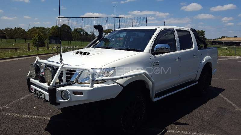 Toyota Hilux 4x4 Double Cab Standard 2013 Image-3