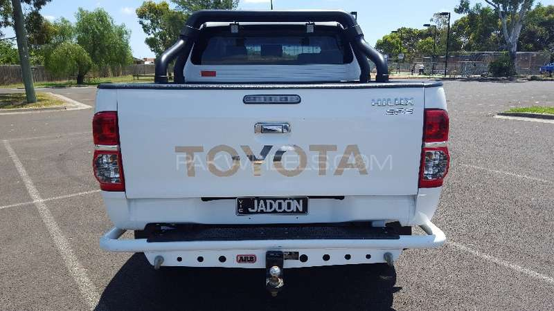 Toyota Hilux 4x4 Double Cab Standard 2013 Image-5