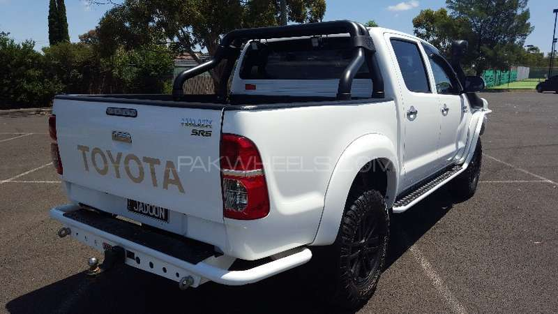 Toyota Hilux 4x4 Double Cab Standard 2013 Image-6