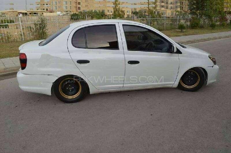 Toyota Platz - 2004 Platz Image-1