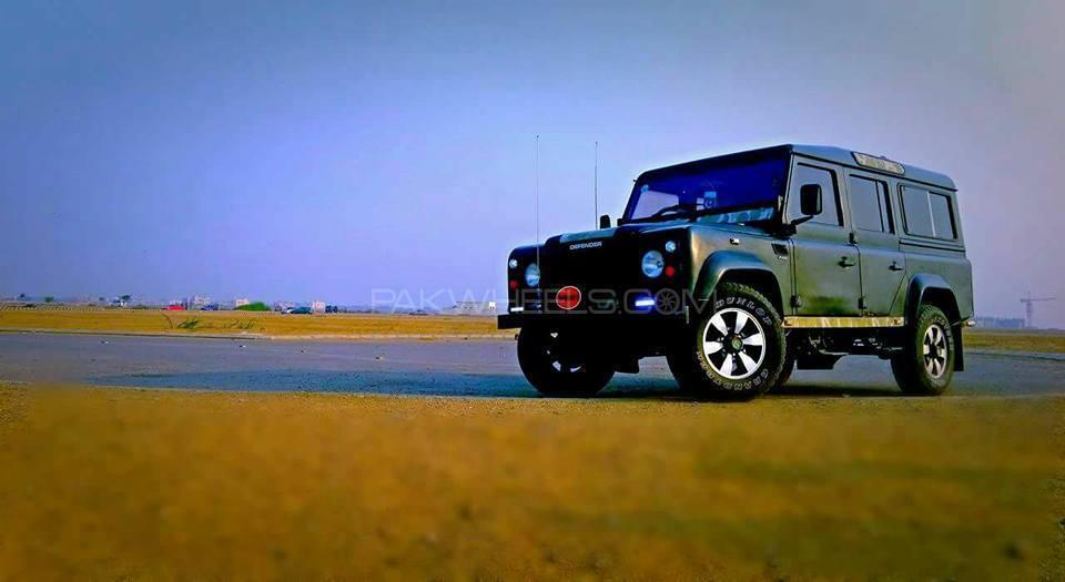 Land Rover Defender - 2002  Image-1