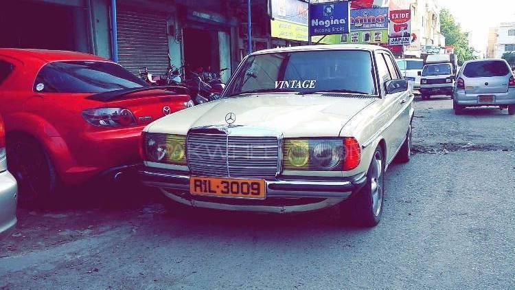 Mercedes Benz D Series - 1980  Image-1