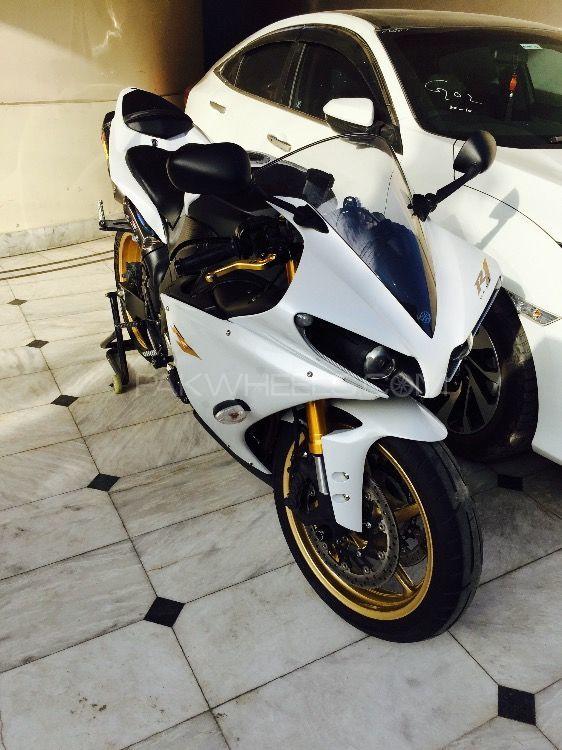 Yamaha YZF-R1 - 2014  Image-1