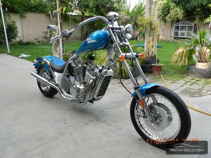 Harley Davidson Super Glide Custom - 2010  Image-1