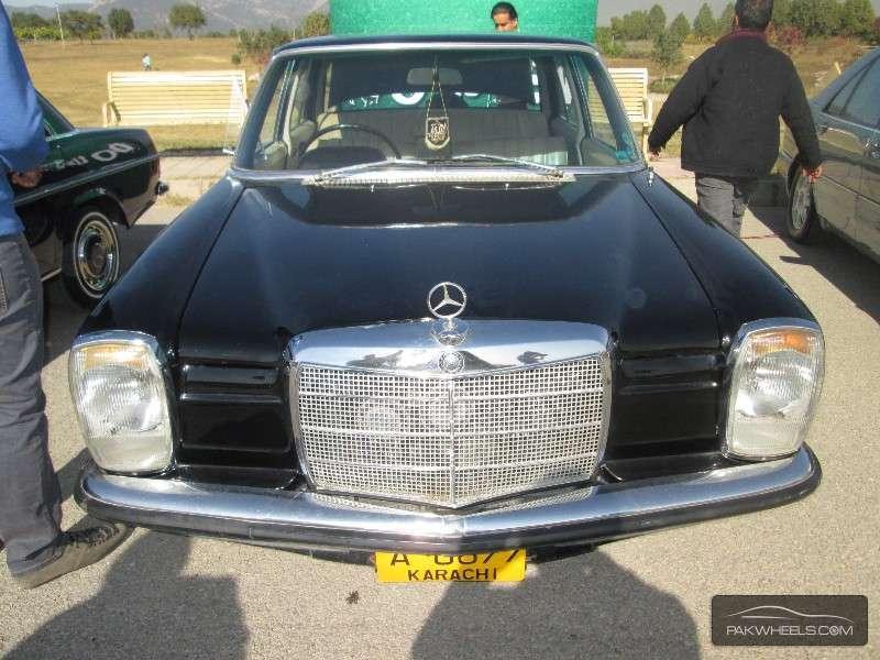 Mercedes Benz C Class - 1969  Image-1