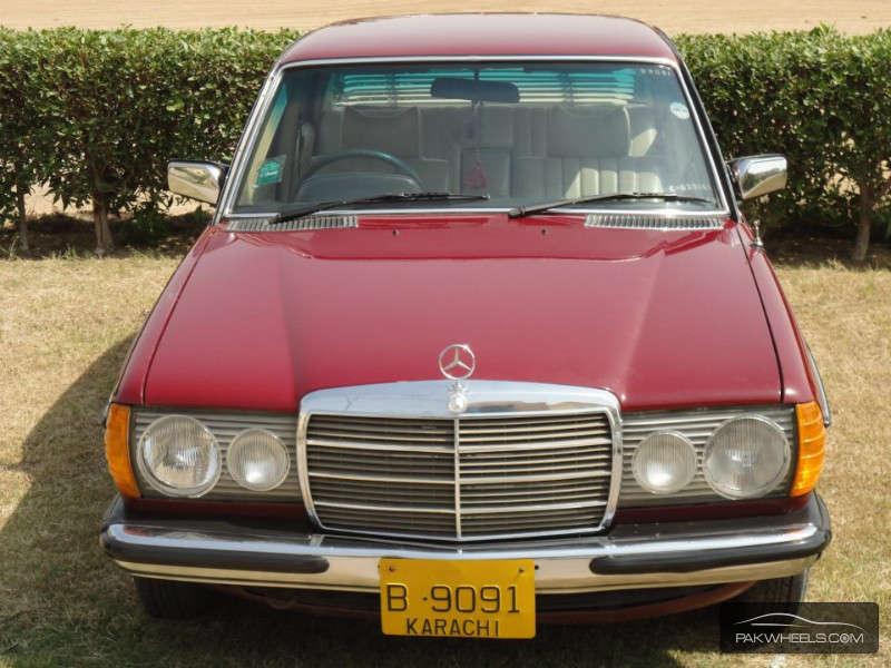 Mercedes Benz C Class - 1978 babar 649 Image-1
