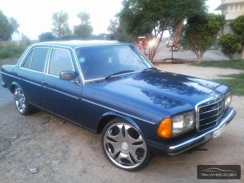 Mercedes Benz D Series - 1978 w123 Image-1