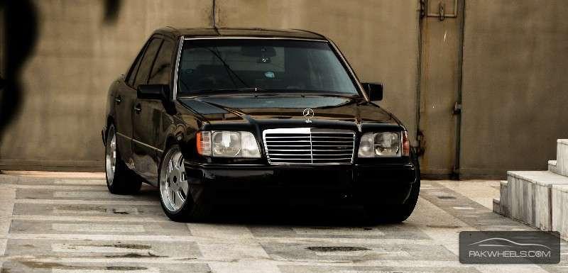 Mercedes Benz E Class 1990 Of Z Khan Member Ride 22751