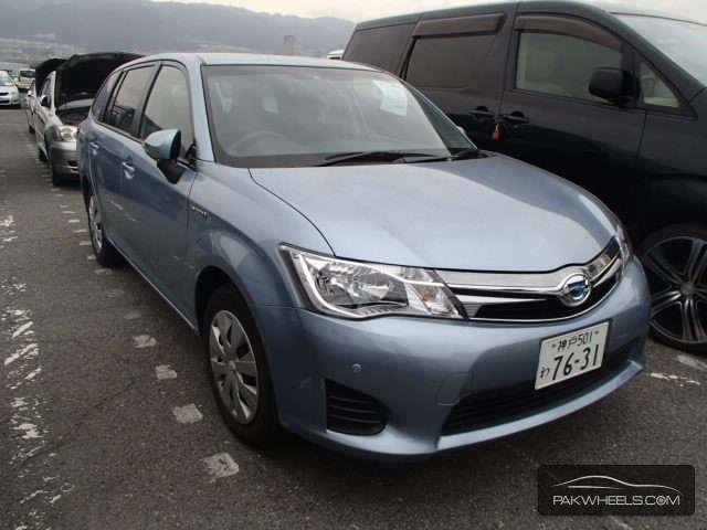 Toyota Corolla Fielder - 2013  Image-1