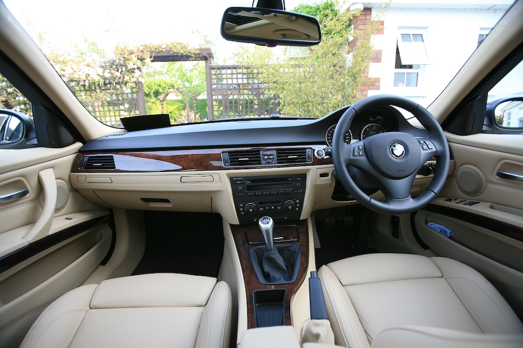 bmw 3 series 330i in pakistan 3 series bmw 3 series 330i price specs features and pakwheels. Black Bedroom Furniture Sets. Home Design Ideas