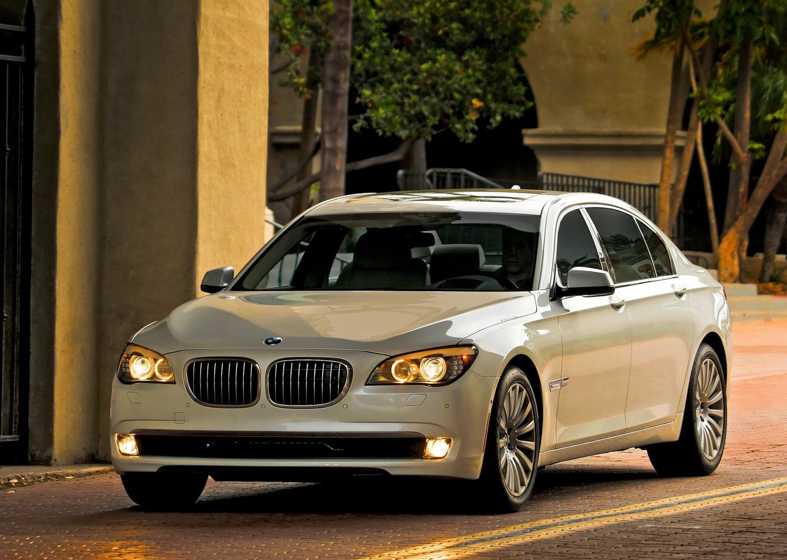 Bmw-7_series_f01_f02_mp2_pic_81174