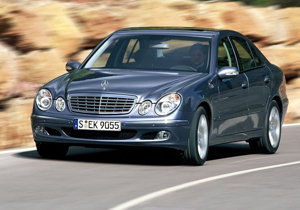 Mercedes Benz E Class 2009 Exterior Front Side View