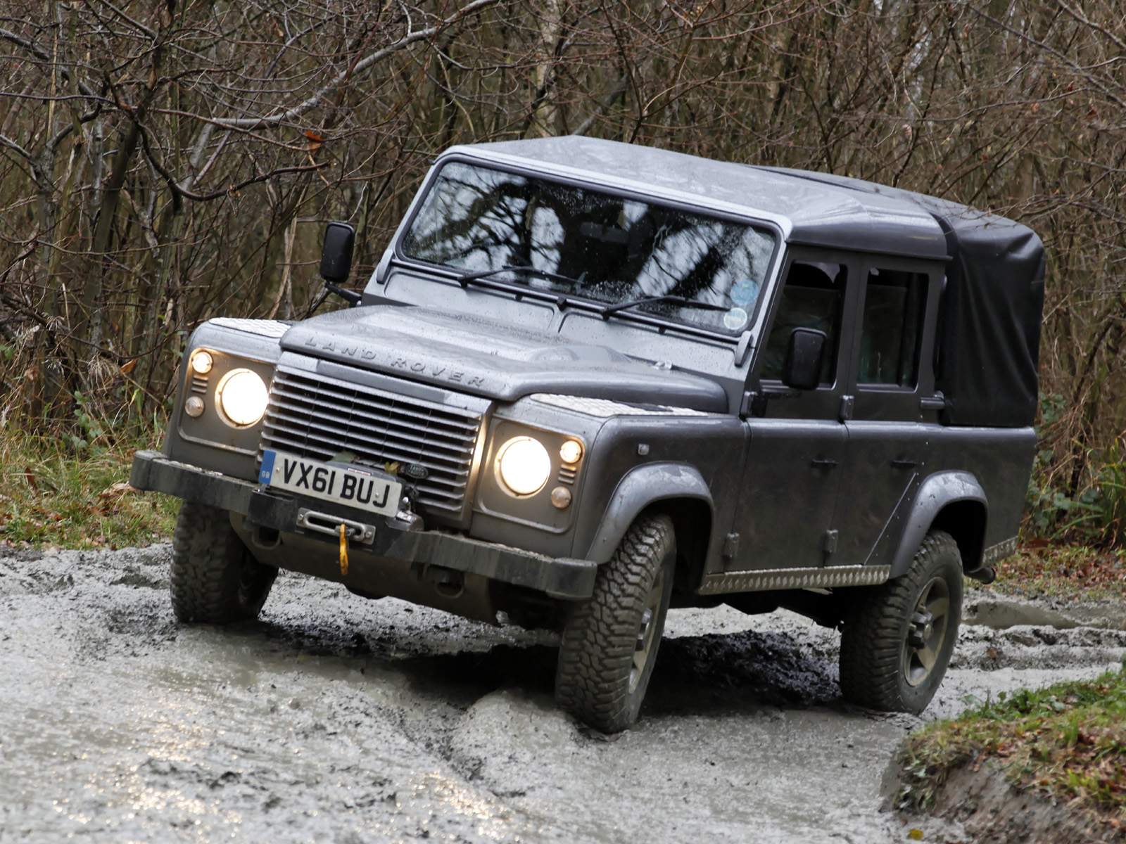 Land Rover Defender  Exterior Front End