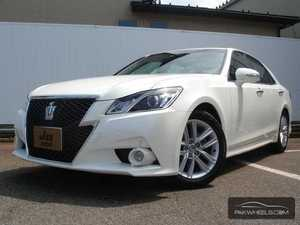 Toyota Crown Exterior Front End