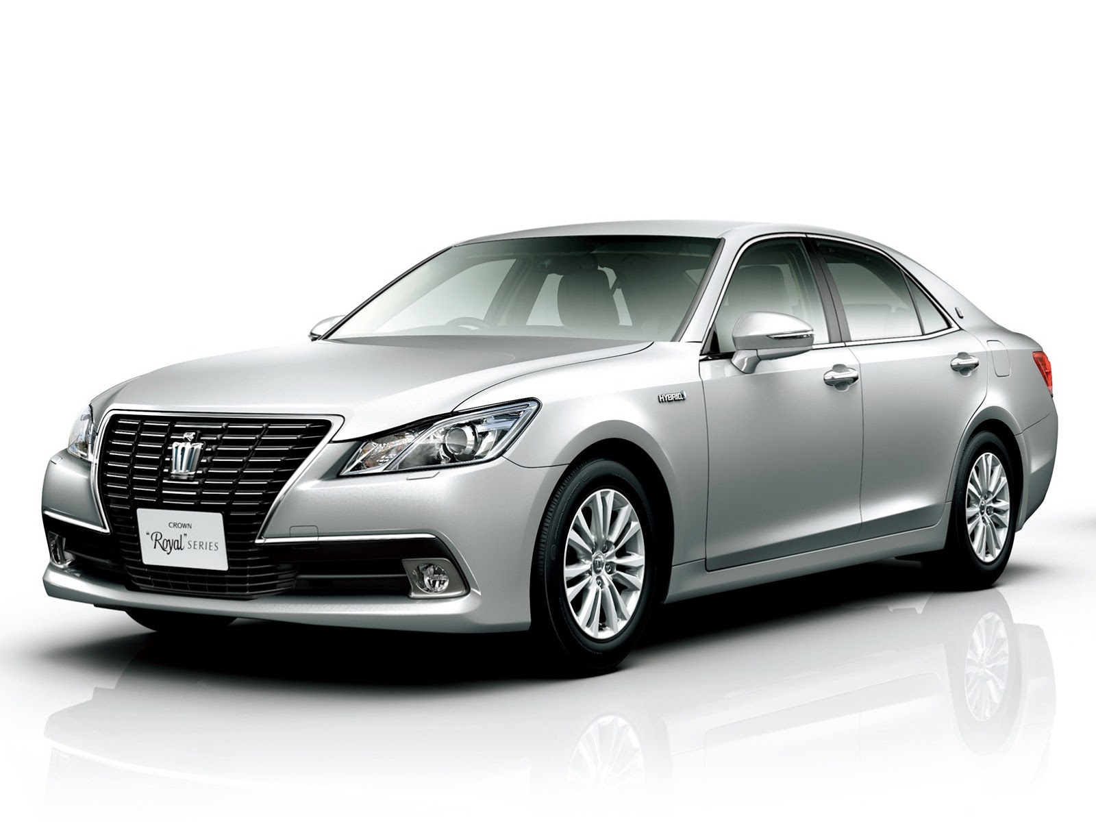 Toyota Crown  Exterior Front Side View