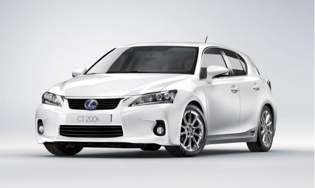 Lexus CT200h  Exterior Front End