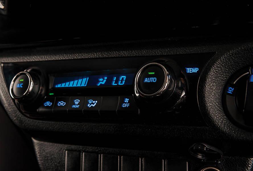 Toyota Hilux 2018 Interior Auto AC