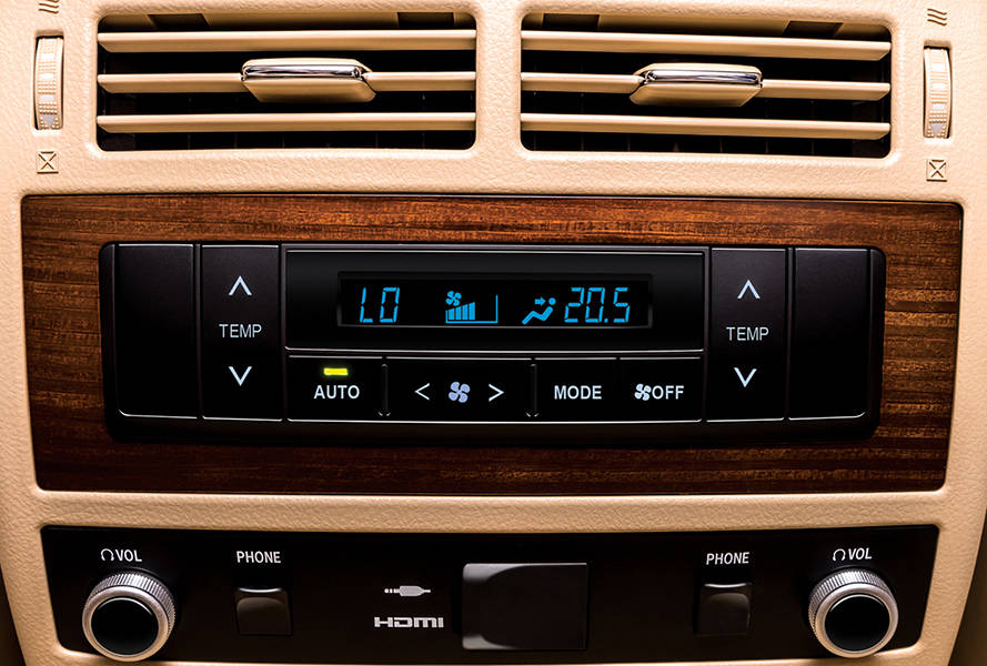 Toyota Land Cruiser 2019 Interior Rear AC and Control