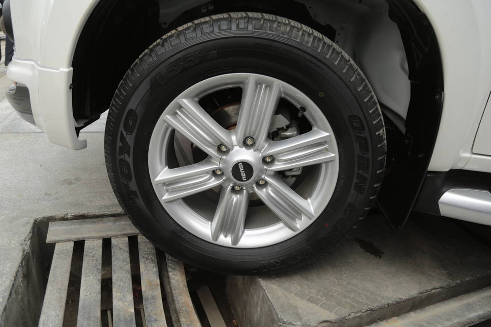 Isuzu D-Max 2020 Exterior V-Cross Allo Wheels